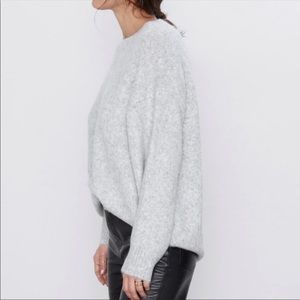 Zara • Gray Oversized Sweater